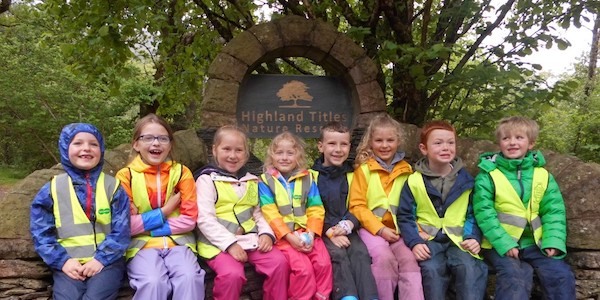 Les élèves de l'école primaire Strath of Appin dans la réserve naturelle